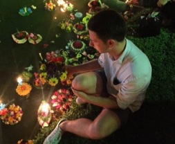 lighting the candle at loy krathong in Lumphini Park